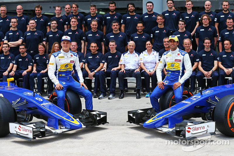 Marcus Ericsson, Sauber F1 Team and team mate Felipe Nasr, Sauber F1 Team at a team photograph
