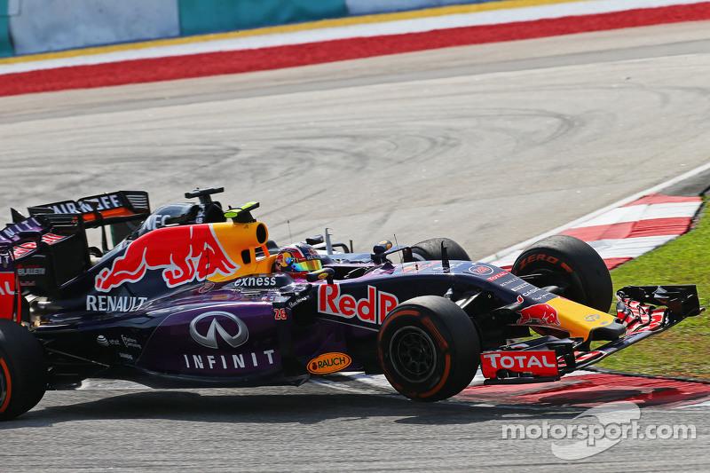 Daniil Kvyat, Red Bull Racing RB11 dan Nico Hulkenberg, Sahara Force India F1 VJM08 bertabrakan