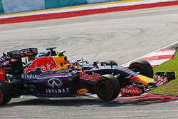 Daniil Kvyat, Red Bull Racing RB11 y Nico Hulkenberg, Sahara Force India F1 VJM08 chocan