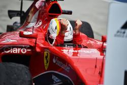 Победитель гонки Себастьян Феттель, Ferrari SF15-T в закрытом парке