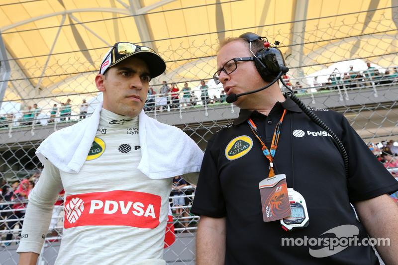 Pastor Maldonado, Lotus F1 Team y Mark Slade, ingeniero del Lotus F1 Team