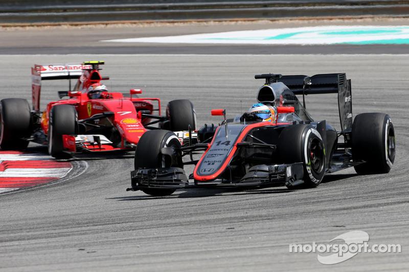 Fernando Alonso, McLaren-Honda, und Kimi Räikkönen, Scuderia Ferrari