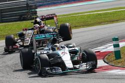 Льюис Хэмилтон Mercedes AMG F1 W06