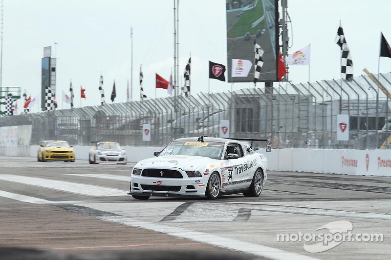 #34 Capaldi Racing, Ford Mustang Boss 302: Nick Esayian