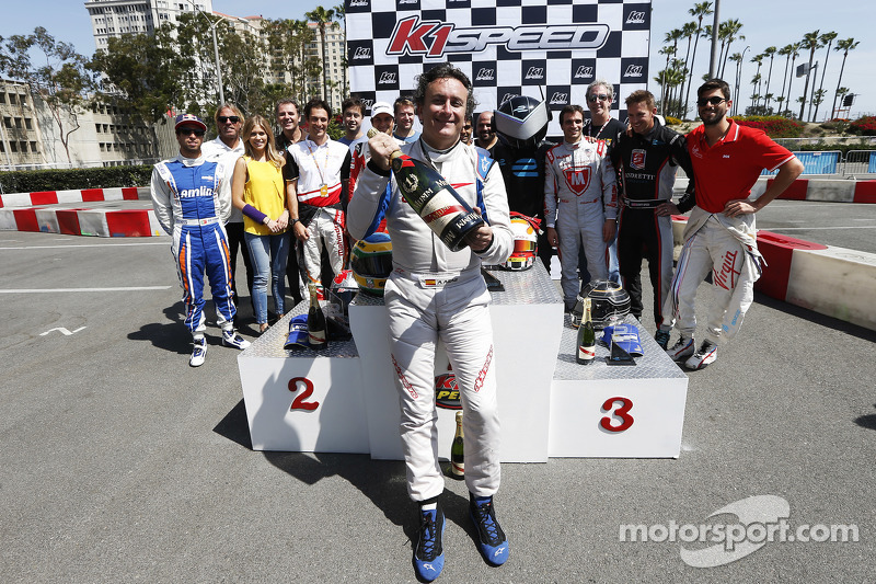 Alejandro Agag, Geschäftsführer Formula E, mit Champagner