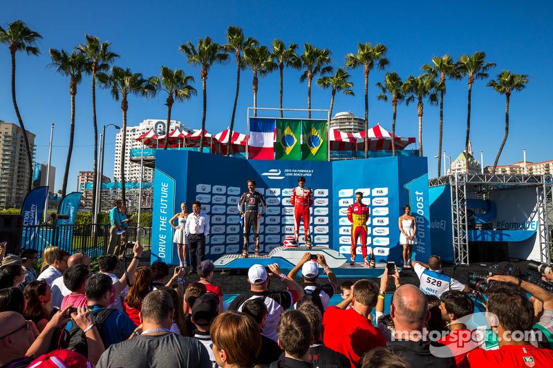 Podium: Second place Jean-Eric Vergne, Andretti Autosport, Race winner Nelson Piquet Jr., and third