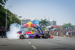 David Coulthard, Red Bull Racing, beim Red Bull Show Run 2015 in der Necklace Road in Hyderabad, Indien