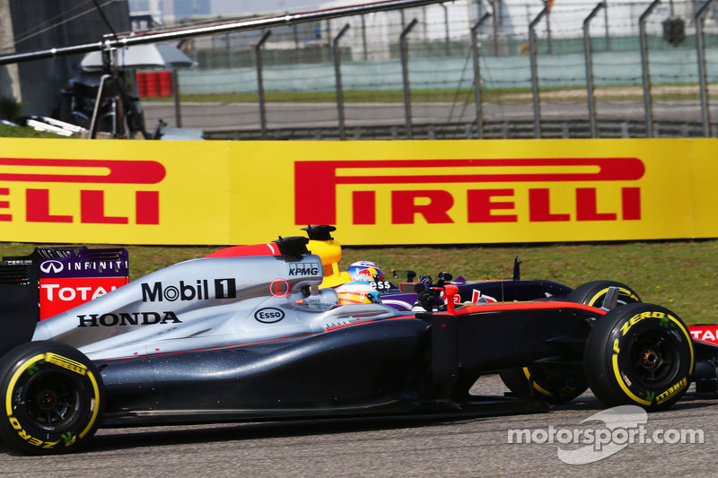 Fernando Alonso, McLaren MP4-30 and Daniel Ricciardo, Red Bull Racing RB11 battle for position