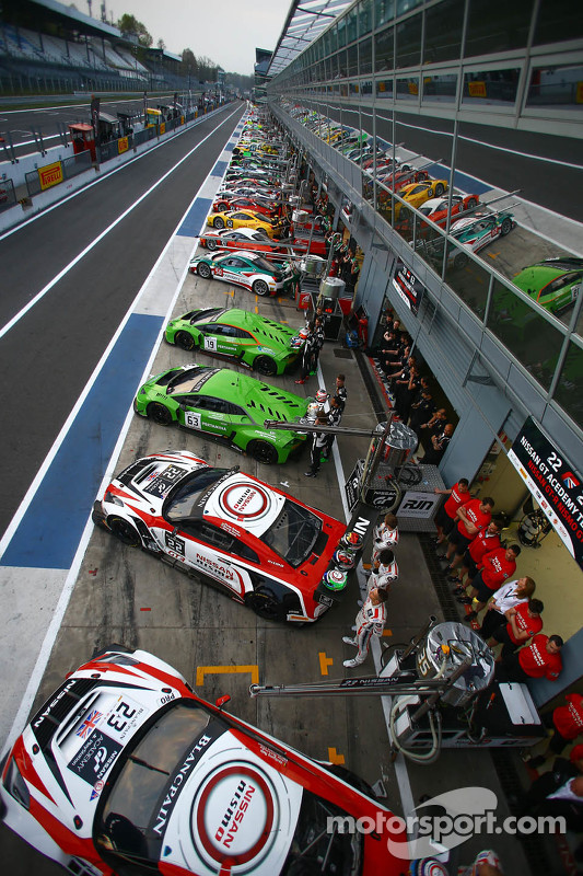 Group photo of cars on pitlane