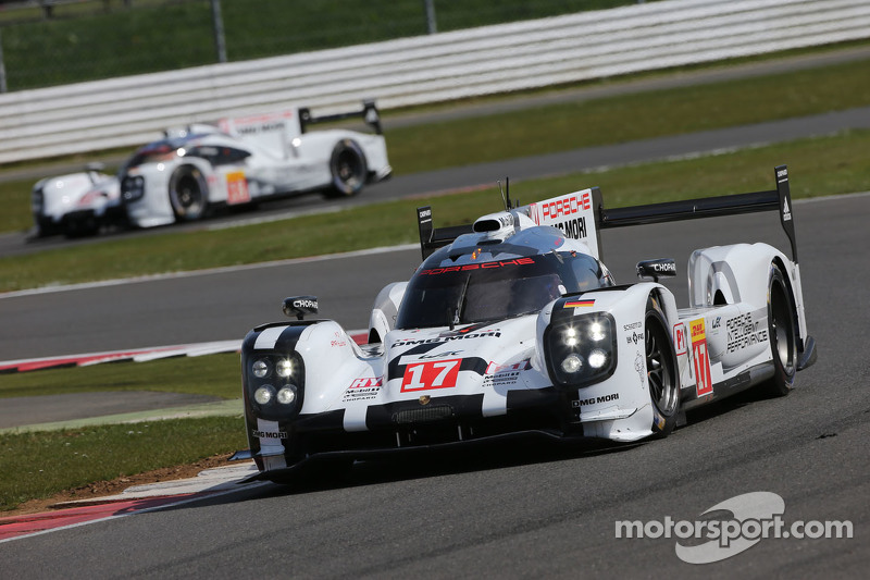 #17 Porsche Team, 919 Hybrid: Timo Bernhard, Mark Webber, Brendon Hartley und #18 Porsche Team, 919 Hybrid: Romain Dumas, Neel Jani, Marc Lieb