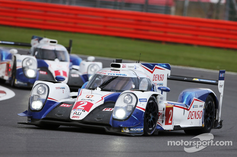 #1 Toyota Racing TS040 Hybrid: Anthony Davidson, Sébastien Buemi, Kazuki Nakajima dan #2 Toyota Raci