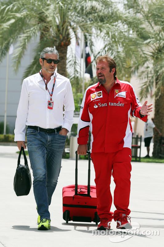 (Von links nach rechts): Maurizio Arrivabene, Ferrari-Teamchef, mit Gino Rosato, Ferrari