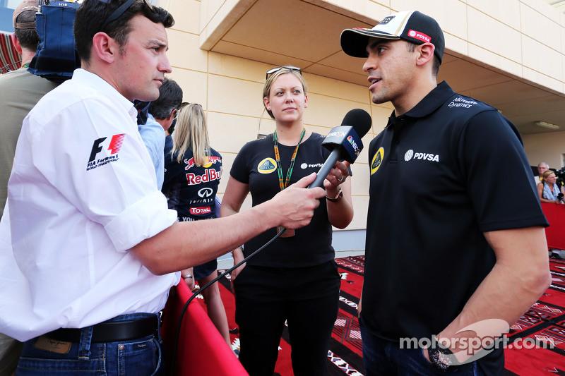 Pastor Maldonado, Lotus F1 Team, mit Will Buxton, NBC-Reporter
