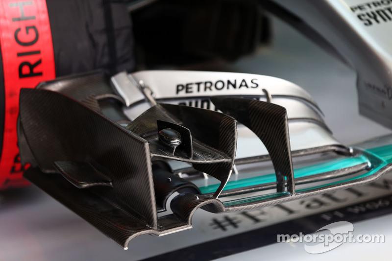 Mercedes AMG F1 W06 переднє крило в деталях.