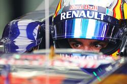 Карлос Сайнс мл. Scuderia Toro Rosso STR10