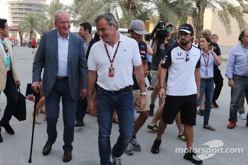 Spanish King Juan Carlos bersama Carlos Sainz,, dan Fernando Alonso, McLaren