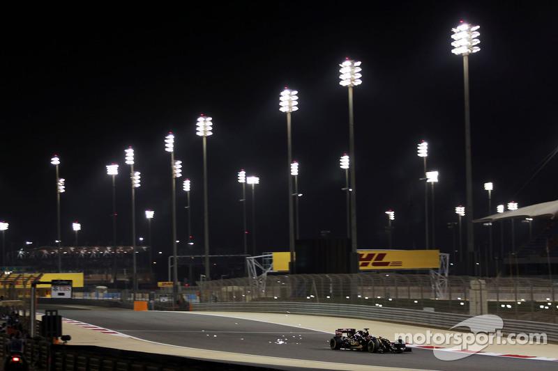 Romain Grosjean, Lotus F1 E23, mit Funkenflug