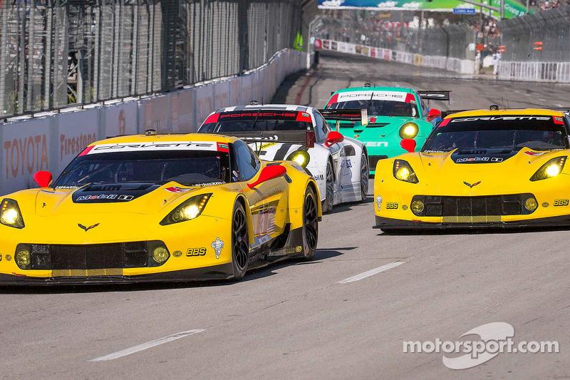 #3 Corvette Racing Chevrolet Corvette C7.R: Jan Magnussen, Antonio Garcia dan #4 Corvette Racing Chevrolet Corvette C7.R: Oliver Gavin, Tommy Milner
