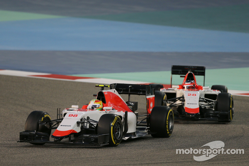 Roberto Merhi, Manor F1 Team leads team mate Will Stevens, Manor F1 Team