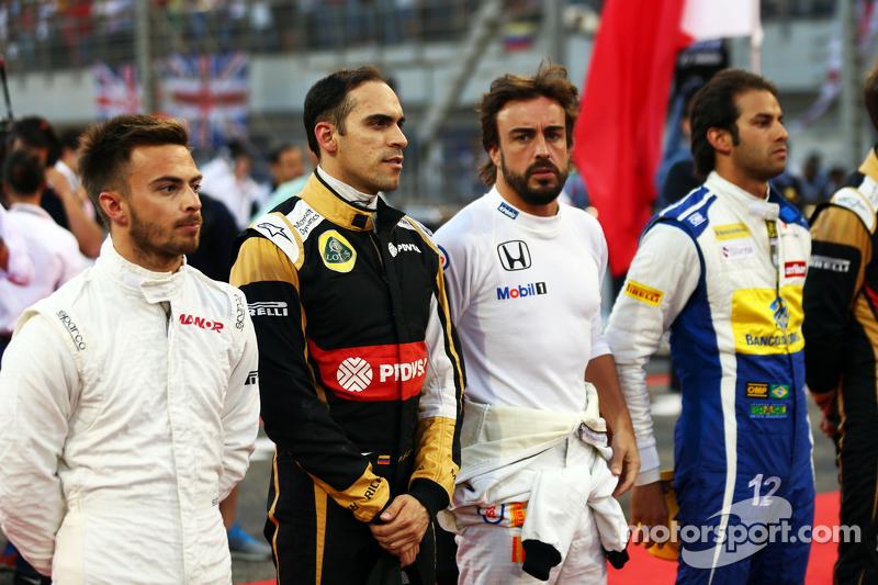Will Stevens, Manor F1 Team; Pastor Maldonado, Lotus F1 Team; Fernando Alonso, McLaren, und Felipe Nasr, Sauber F1 Team, in der Startaufstellung
