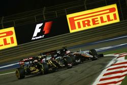Ромен Грожан, Lotus F1 E23 и Нико Хюлькенберг, Sahara Force India F1 VJM08 борются за позицию