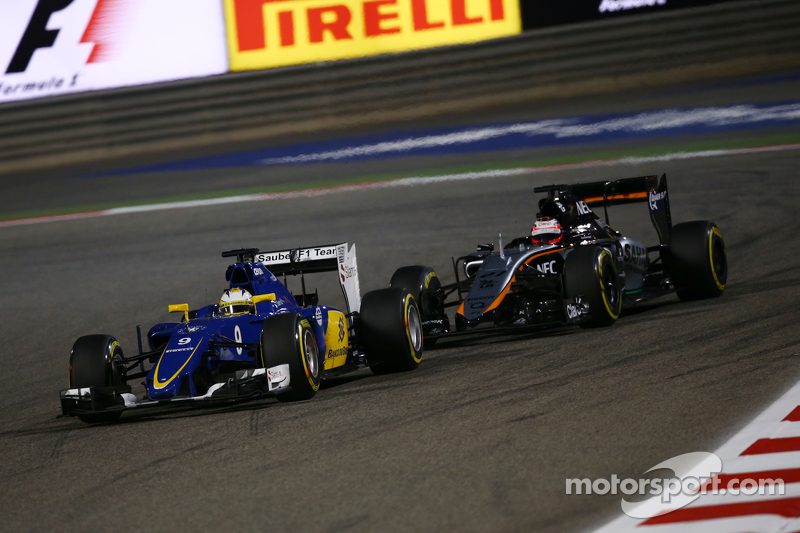 Маркус Ерікссон, Sauber C34 та Ніко Хюлкенберг, Sahara Force India F1 VJM08 - боротьба за позиції