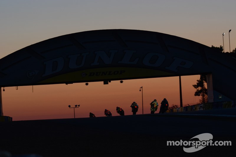Sonnenaufgang über der Dunlop-Brücke
