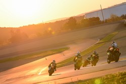 السباق أثناء شروق الشمس