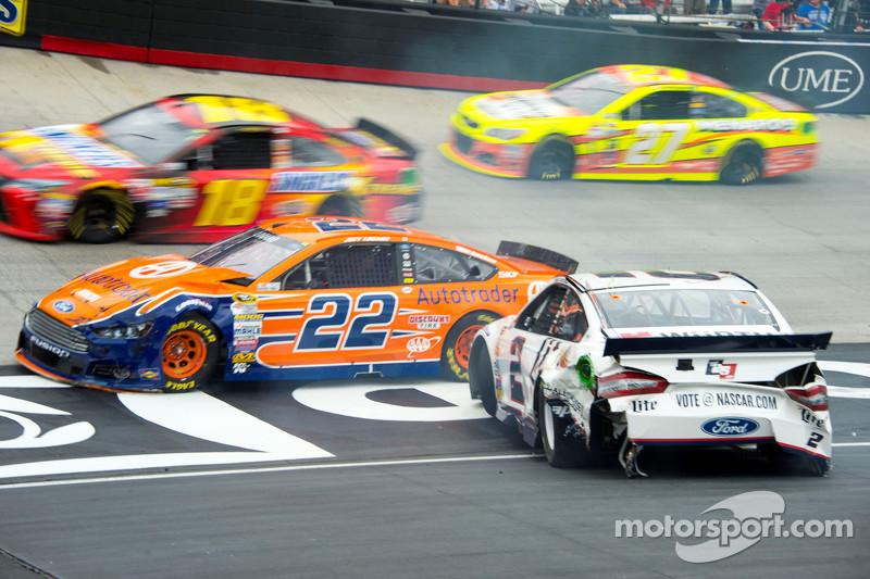 Brad Keselowski, Team Penske Ford dan Joey Logano, Team Penske Ford crash