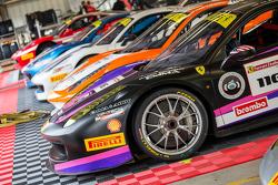 法拉利挑战杯赛车