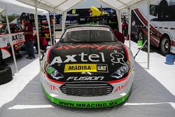 Auto de Irwin Vences,M Racing en pits
