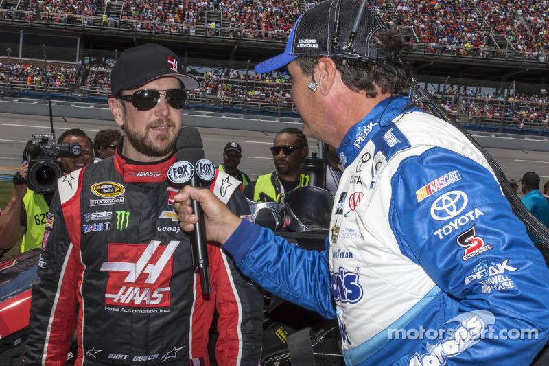 Kurt Busch, Stewart-Haas Racing, Chevrolet, und Michael Waltrip
