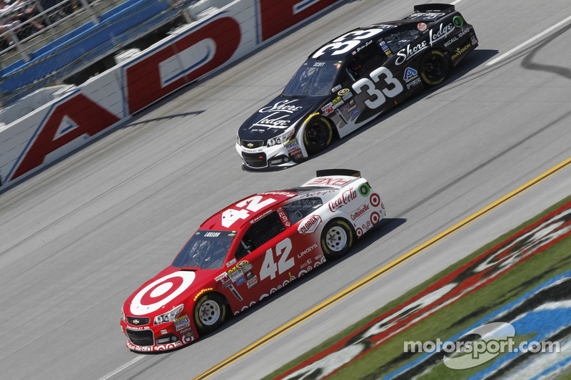 Kyle Larson, Ganassi Racing Chevrolet and Brian Scott, Richard Childress Racing Chevrolet