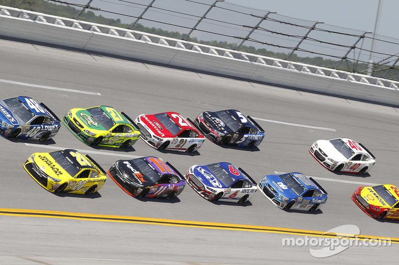 Pack racing at Talladega