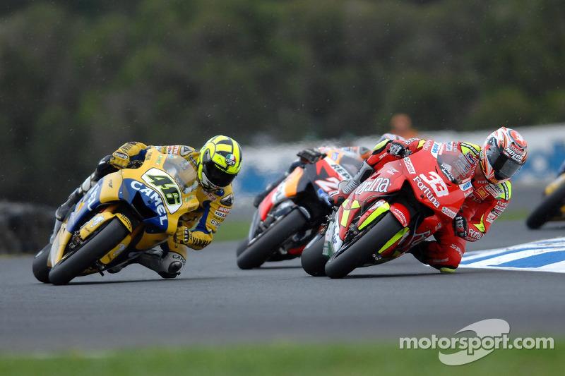 Valentino Rossi y Marco Melandri batalla