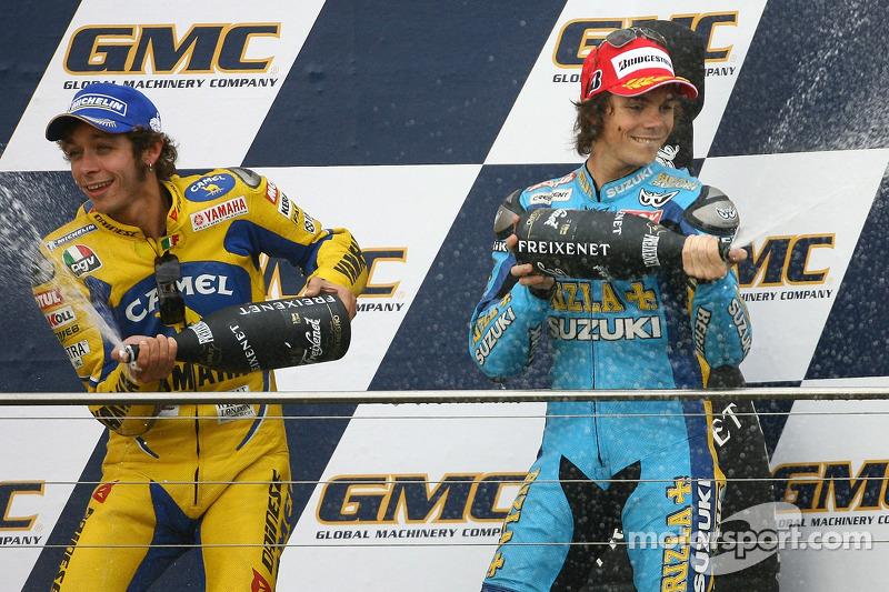 Podio: champán de Valentino Rossi y Chris Vermeulen