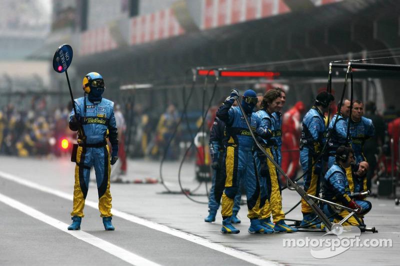 Equipo Renault F1 Team espere un pitstop