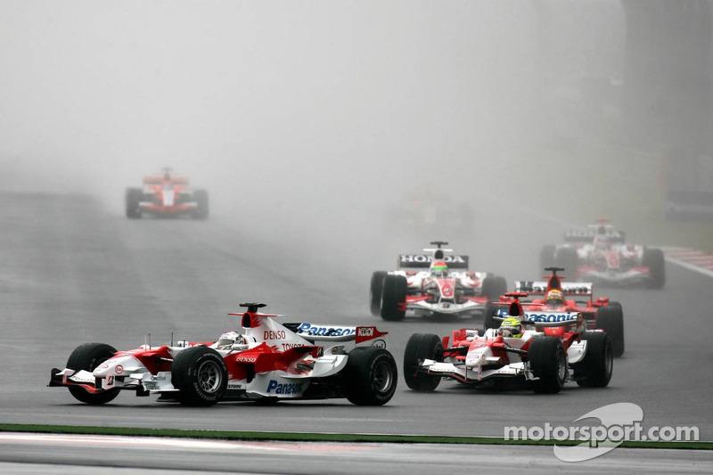 Inicio: Jarno Trulli y Ralf Schumacher