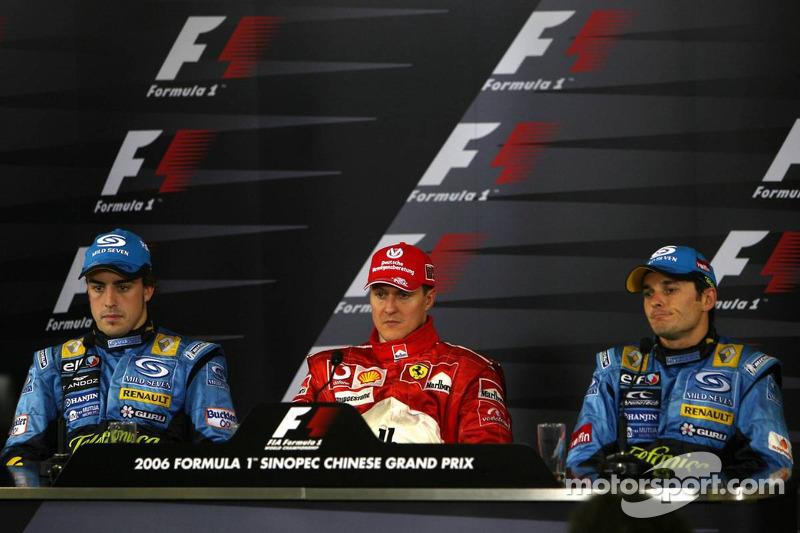 Conferencia de prensa: ganador de la carrera Michael Schumacher con Fernando Alonso y Giancarlo Fisi