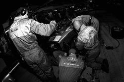 #1 Audi Sport North America Audi R10 TDI Power: Frank Biela, Emanuele Pirro, Marco Werner in the pits with suspension damage