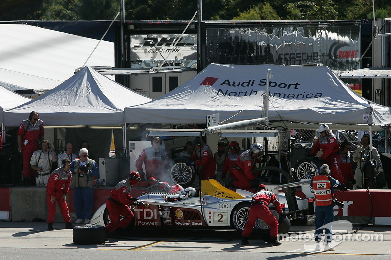 Arrêt au stand pour #2 Audi Sport North America Audi R10 TDI Power: Rinaldo Capello, Allan McNish