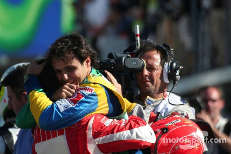 Schumacher mit Rennsieger Felipe Massa