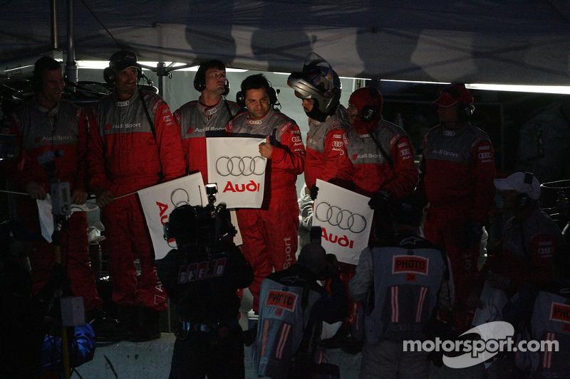 L'équipe d'Audi célèbre la victoire