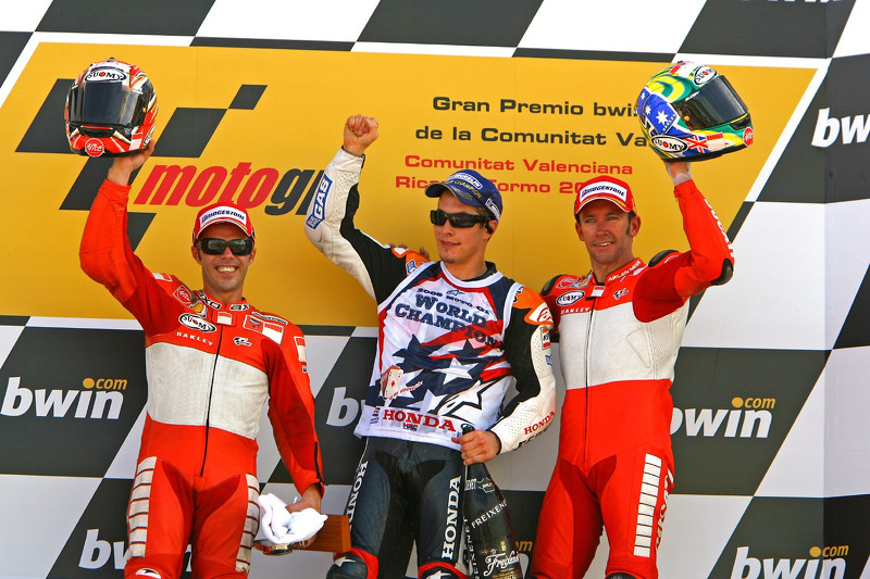 Podium: second place Loris Capirossi, 2006 MotoGP World Champion Nicky Hayden, and race winner Troy Bayliss