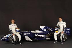 Nico Rosberg and Alexander Wurz pose with the Williams FW29
