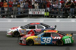 Start: David Gilliland and David Ragan battle for the lead