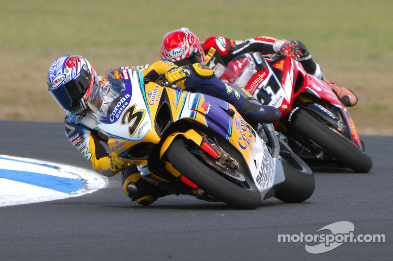 Max Biaggi devant Noriyuki haga lors de la première course