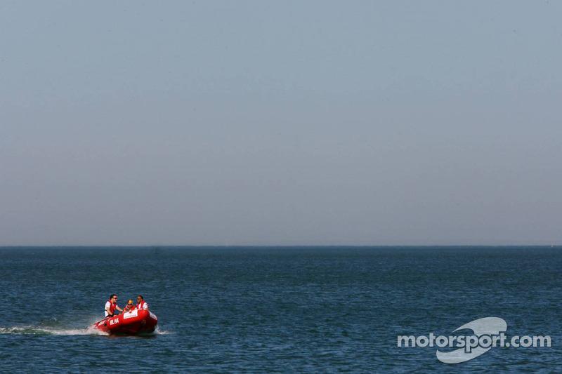 Fernando Alonso, McLaren Mercedes and Lewis Hamilton, McLaren Mercedes, on a speed boat - Vodafone and McLaren Mercedes event