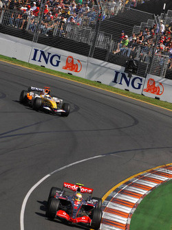 Lewis Hamilton, McLaren Mercedes, MP4-22 and Giancarlo Fisichella, Renault F1 Team, R27