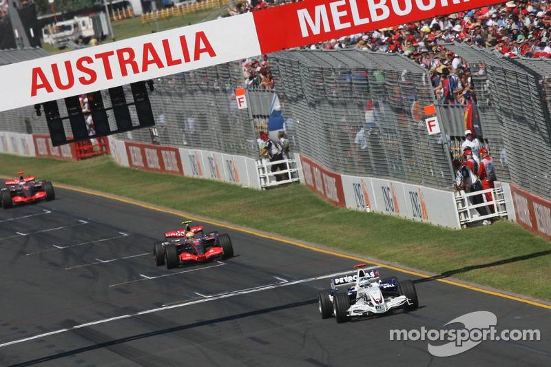 Нік Хайдфельд, BMW Sauber, Льюіс Хемілтон, McLaren Mercedes, і Фернандо Алонсо, McLaren Mercedes